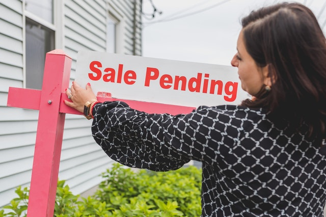 A proper estate cleaning service can ready a home for sales as part of the estate settlement